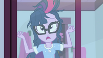 Twilight Sparkle notices her messy hair SS6