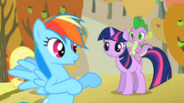 Twilight listening to Rainbow Dash S01E13