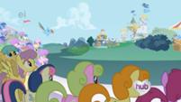 201px-Rainbow Dash begins her Super Speed Strut S1E03