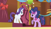 592px-Twilight and Rarity1 S1E01