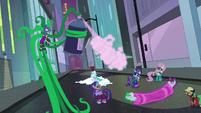 Mane-iac sprays Rainbow Dash S4E06