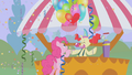 Pinkie Pie getting balloons S1E03.png