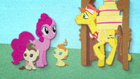 Pinkie Pie observing Mr. Cake BFHHS2
