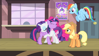 Rarity hugging Twilight S4E11