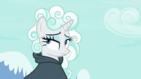 Rarity wearing a wig of cloud fluff S7E19