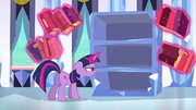 S03E02 Twilight szuka kryształowego serca na półce z książkami