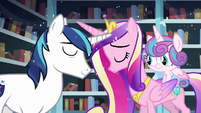 Shining Armor and Princess Cadance smiling S6E2