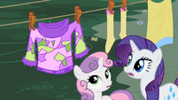 Sweetie Belle and Rarity observing the sweater S2E5
