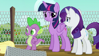 Twilight and Rarity look at each other S6E10