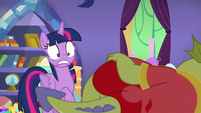 Twilight notices Sludge in Spike's bed S8E24