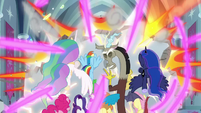 Twilight teleports out of the castle S9E24