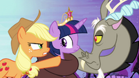 Applejack accuses Discord S4E01