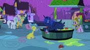 Luna e os pôneis rindo T2E04