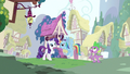 Rarity & Rainbow Dash hanging out S3E11.png