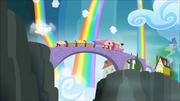 S04E10 Pociąg wjeżdża do Rainbow Falls