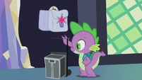 Spike setting his luggage down S5E25