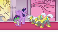Twilight and royal guards -continue the search- S4E01