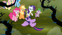 Twilight falls in front of her friends S4E02