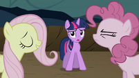 Twilight watching Fluttershy and Pinkie bicker S2E2
