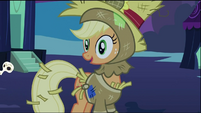 Applejack in her scarecrow costume S02E04