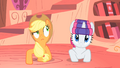 Applejack making a bizarre guess S1E08.png