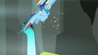 Rainbow flying up S3E07