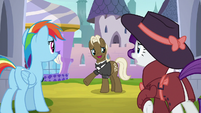 "Random Pony ""always closed around this time"" S9E4"