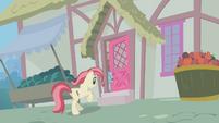 Rose runs into a home S1E09
