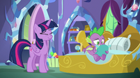 Twilight amused by Spike's distraction S8E24