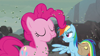 Pinkie eating a moldy cupcake S8E25