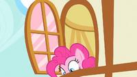 Pinkie looks down S1E25