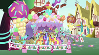 Ponies entering the ice cream museum MLPS5