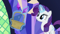 Rarity decorates with jewels S5E3
