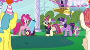 S05E12 Pinkie ze swoją armatą