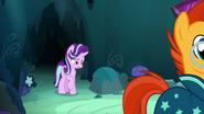 S07E24 Starlight zostaje zostawiona w jaskini