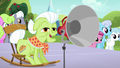 "Granny Smith ""take your positions!"" S5E17.png"