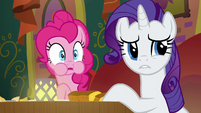 Pinkie and Rarity listen to Coriander and Saffron argue S6E12