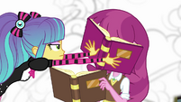 Pixel Pizzaz shoves a book in Cheerilee's face EG3