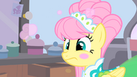 Ponies powdering Fluttershy's face S1E20