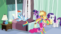 Rainbow and friends in hospital room S4E10