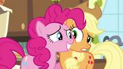 S04E18 Pinkie uśmiecha się