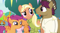 Snap and Mane puzzled; Scootaloo excited S9E12