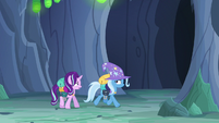 Starlight Glimmer trying to stop Trixie S6E26