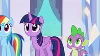 Twilight e Spike escutando a estória de Sunset EG