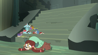 Yona collapsed on the castle floor S8E2