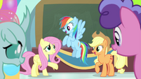 Fluttershy endorsing Rainbow and Applejack MLPS3