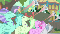Hippogriffs playing trumpets S8E6