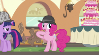 Pinkie pointing behind S2E24