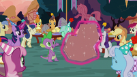 Ponies surprise cardboard cutout of Maud S8E3
