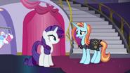 S05E14 Sassy Saddles przeprasza Rarity